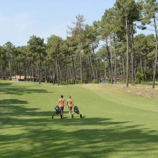Bloot golfen, naturisten golfbaan, golfen in je blootje