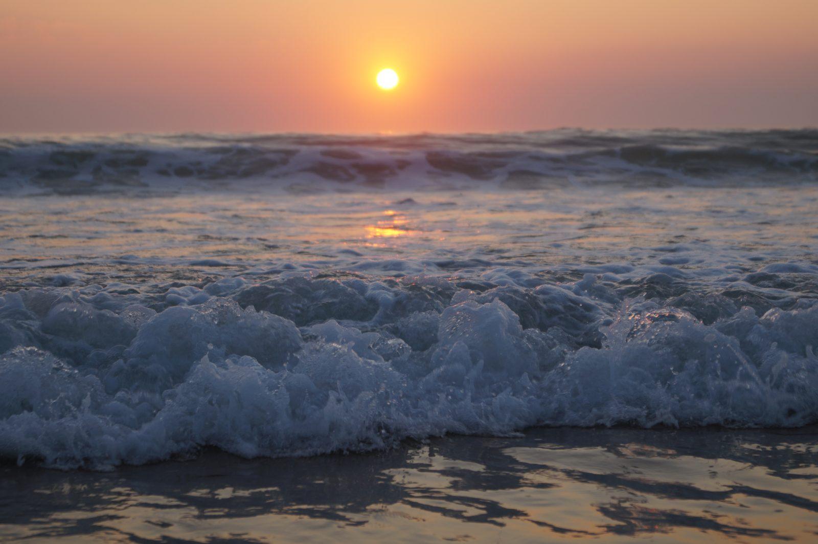 coucher du soleil, coucher du soleil dans la mer